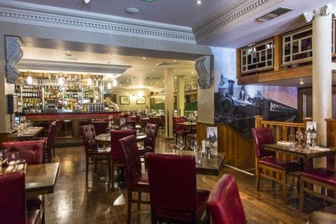 1900 Bar & Restaurant